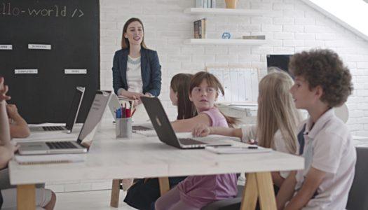 """Nauczyciel kluczową """"technologią w szkole"""" – cyfrowe kompetencje nauczycieli"""